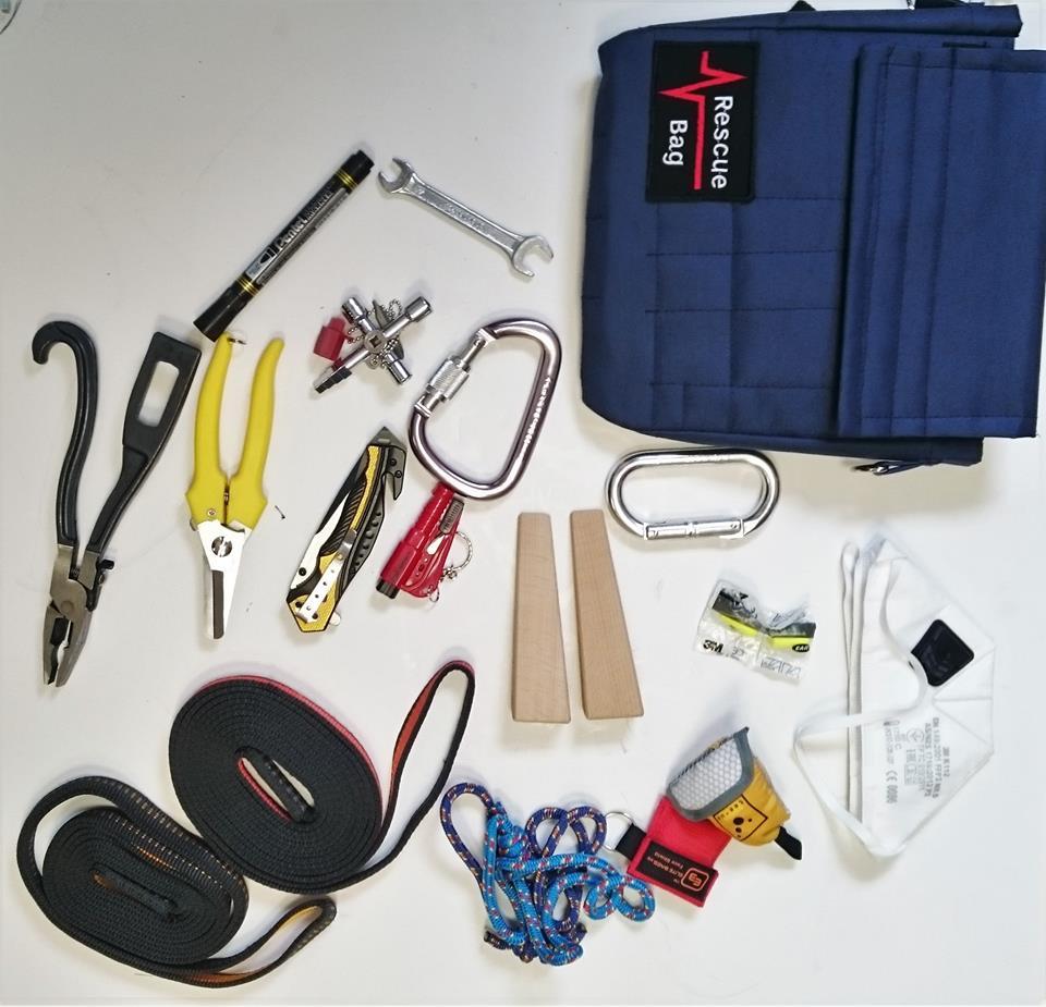 Rescue Bag co zmieści się w środku