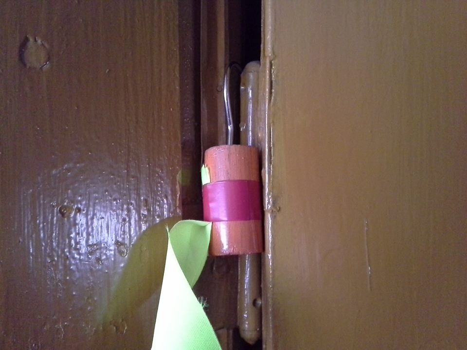 blokowanie drzwi straż patent