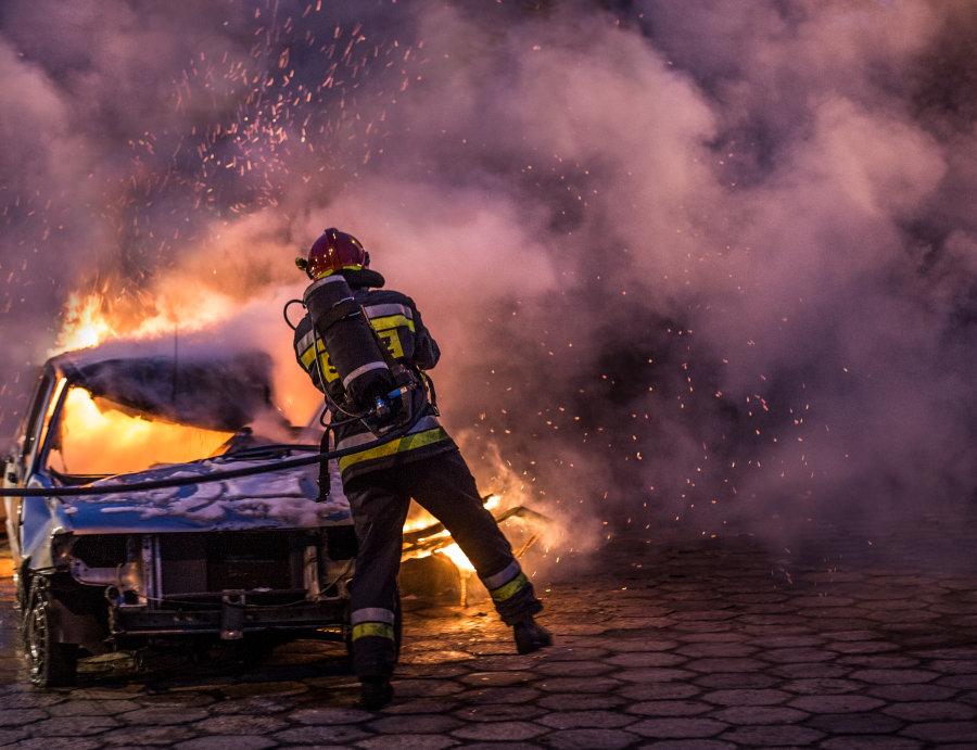 Pożar samochodu zdjęcie Iskra photography