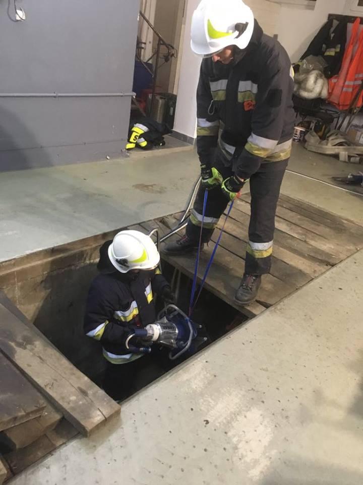 praca w zagłębieniach hydrauliką
