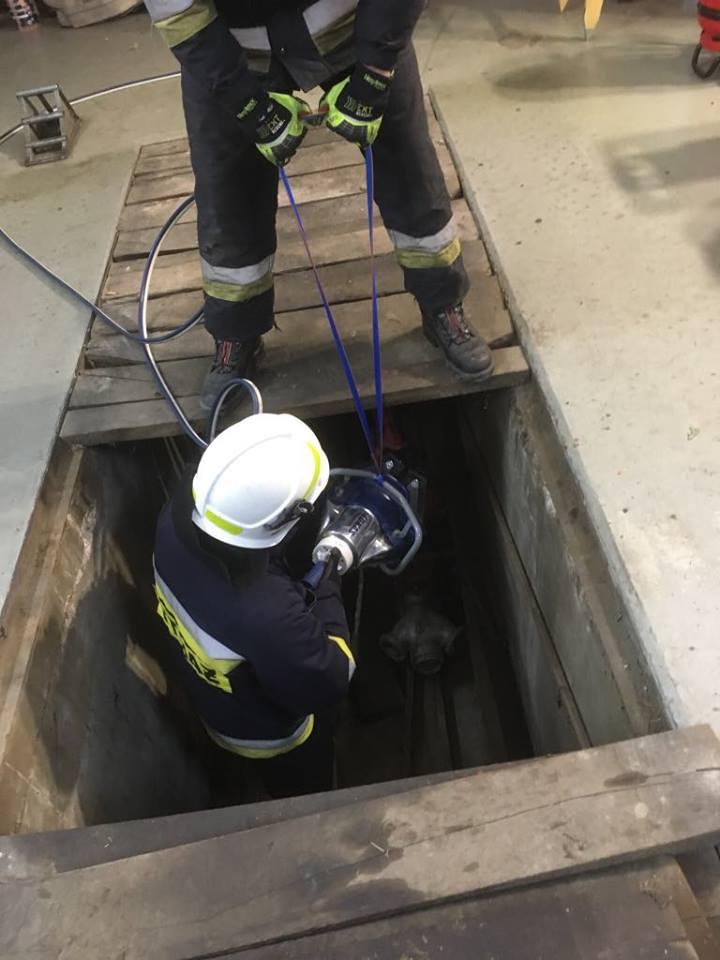 praca hydrauliką w niskim położeniu