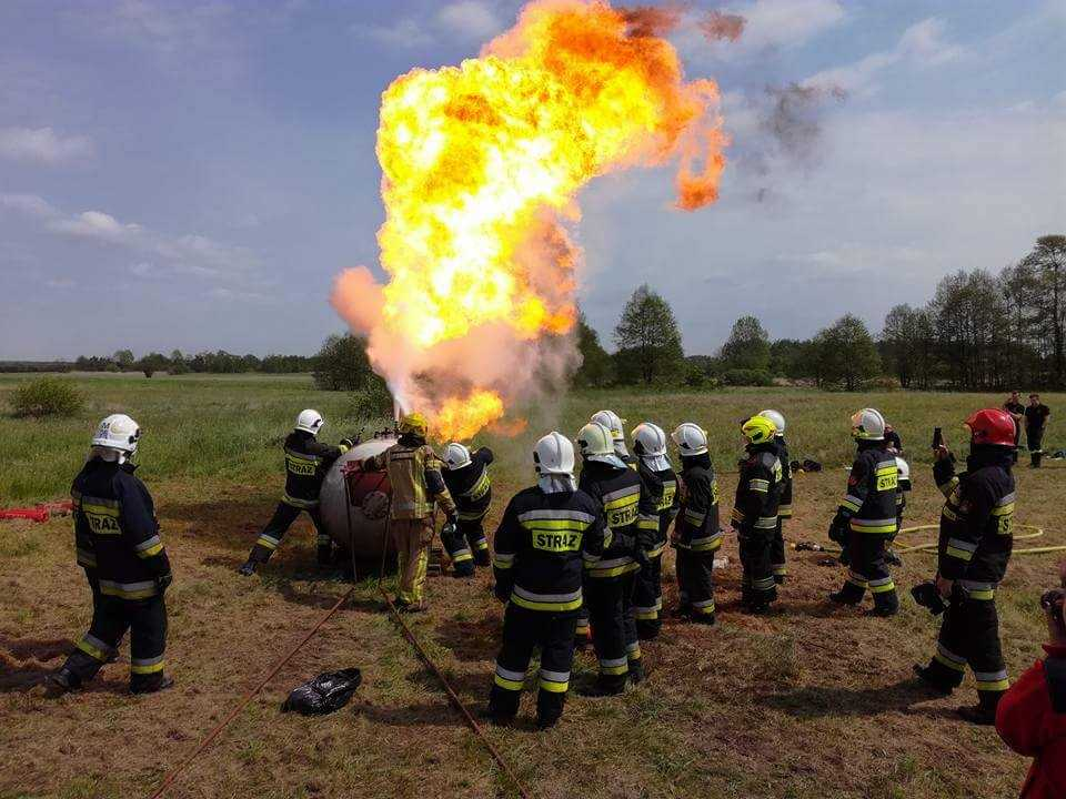Gaszenie gazu gaśnicą proszkową